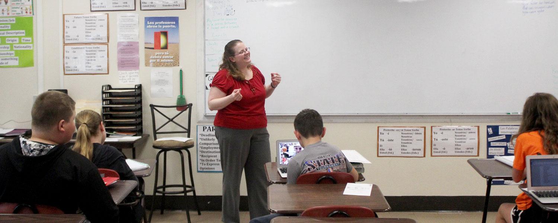 Rachel Martin teaching to her spanish class